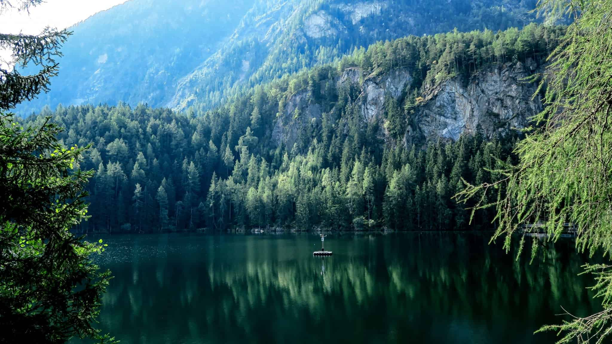 Life-of-Pix-free-stock-photos-buoy-mountains-lake-PaiulGilmore